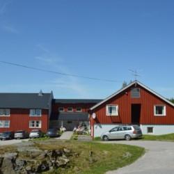 Das norwegische Selbstversorgerhaus am Wasser Gautestad mit eigener Badestelle.