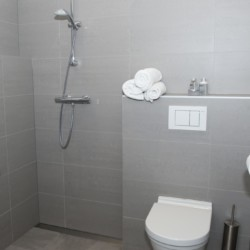 barrierefreies Badezimmer im Gruppenhaus Linde für behinderte Menschen in den Niederlanden