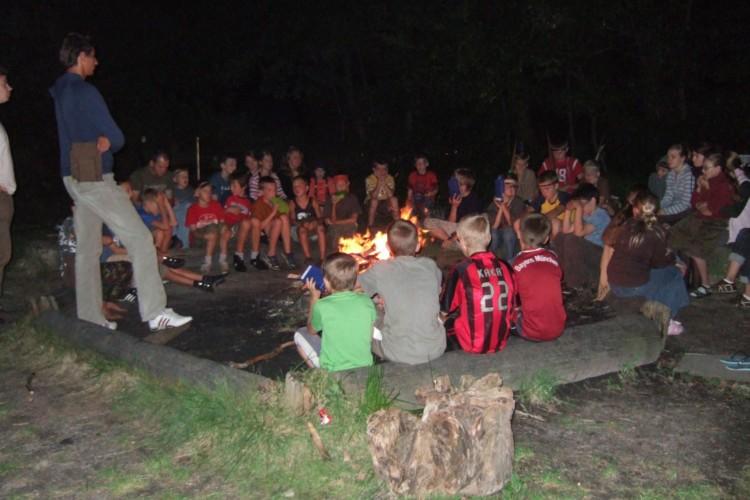 große Lagerfeuerstelle im deutschen Kinder und Jugendfreizeitheim Waldheim Häger