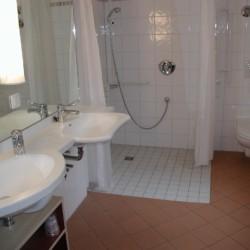 Die Badezimmer im Gruppenhaus Heringsdorf in Deutschland.