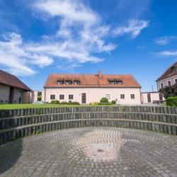 Außengelände vom Gruppenhaus Ering in Bayern für Jugendfreizeiten