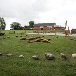 Die Lagerfeuerstelle im dänischen Freizeitheim Haervejens Leirskole für große Gruppen.