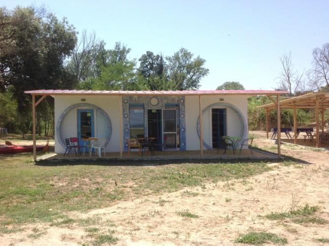 rolli-gerechtes Kajütenhaus im griechischen Feriencamp Strandlodge direkt am Mittelmeer