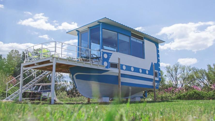 Schlafhaus im griechischen Feriencamp für Jugendfreizeiten direkt am Meer