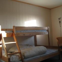 Familienzimmer im norwegischen Gruppenhaus am See in Alleinlage.