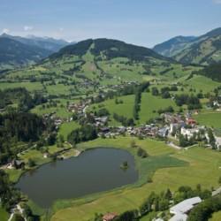 Der Höllwarthof liegt im kleinen Örtchen Goldegg in Österreich.
