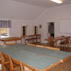 SEFL_3G_4.jpg Gruppenraum mit Sitzgruppen im schwedischen Gruppenhaus Flahult Ungdomsgård.