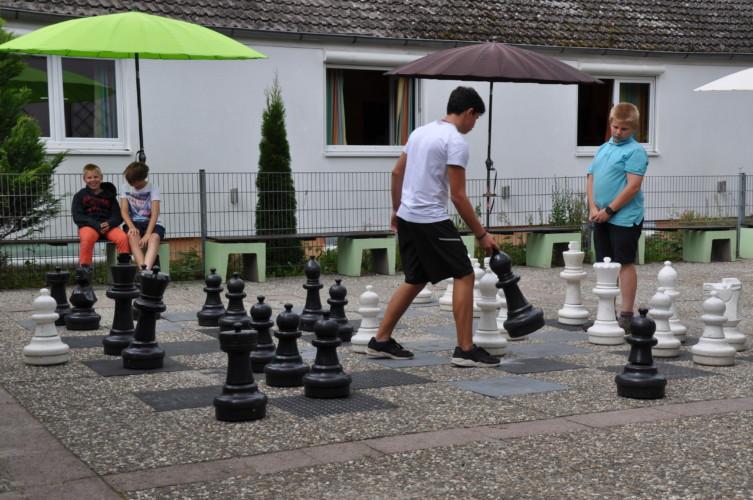 dehe gutes Außengelände am Gruppenhaus Heliand in Deutschland.