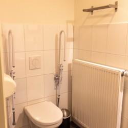 Barrierefreies WC im niederländischen Jugendfreizeitheim Reggehoeve