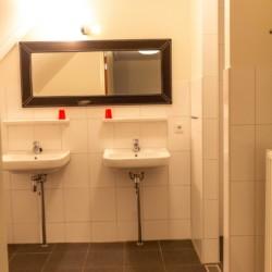 Badezimmer im rolligerechten Freizeitheim Reggehoeve in den Niederlanden