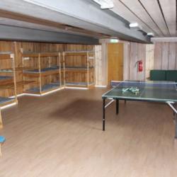 Tischtennisplatte im Freizeitheim Blestölen in Norwegen am See.