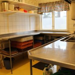 SEMG_5K_1 Die Küche im schwedischen Freizeithaus Majblommegården.