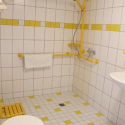 Barrierefreies Badezimmer im Gruppenhaus Hainichen für behinderte Menschen