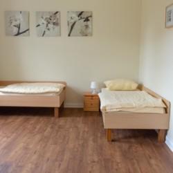 Schlafzimmer im barrierefreien Gruppenhaus Ostseehof für behinderte Menschen