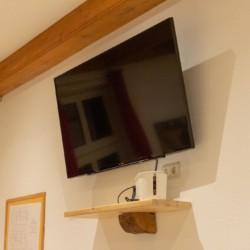 debu Fernseher im Speiseraum des Gruppenhauses Burlage