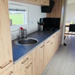 Küche im Chalet im niederländischen Gruppenhaus Tjongerhus