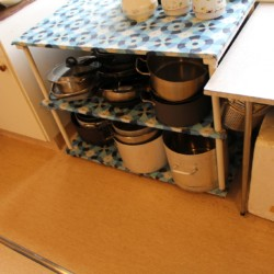 Große Küche im Gruppenhaus in Norwegen mit großem Speisesaal.