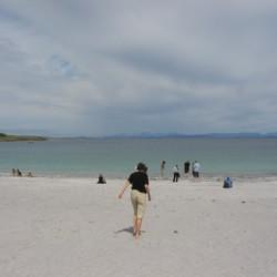Strand und Meer nahe am irischen Gruppenhaus Clare's Rock Hostel.