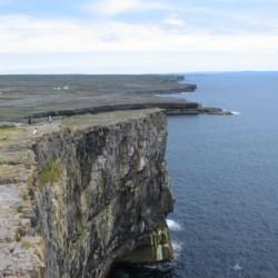 Klippen, Meer und Natur am irischen Freizeitheim Clare's Rock Hostel für Kinder und Jugendgruppen.
