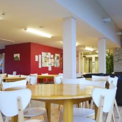 Speisesaal im Gruppenheim Donegal Hostel für Kinder und Jugendfreizeiten in Irland.