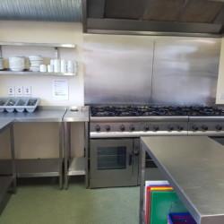 Die Küche im irischen Freizeithaus für Gruppen Donegal Hostel.