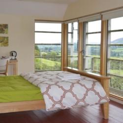 Das Doppelzimmer im irischen Freizeithaus Lackan House für Kinder und Jugendfreizeiten.