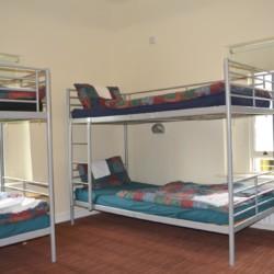 Schlafzimmer mit Etagenbetten im irischen Freizeitheim Lackan House.