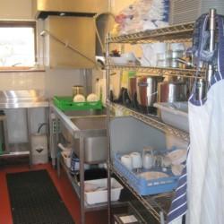 Die Küche im Freizeithaus Lackan House in Irland für Kinder und Jugendgruppen.