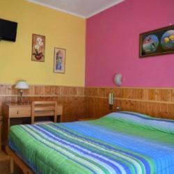 Ein Doppelzimmer in der Ferienanlage La Capannina in Italien.