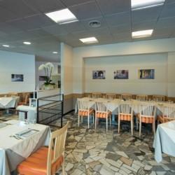 Der Speisesaal im italienischen Gruppenhotels Residence dei Fiori***.