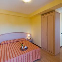 Ein Zimmer im italienischen Gruppenhotel Residence dei Fiori***.