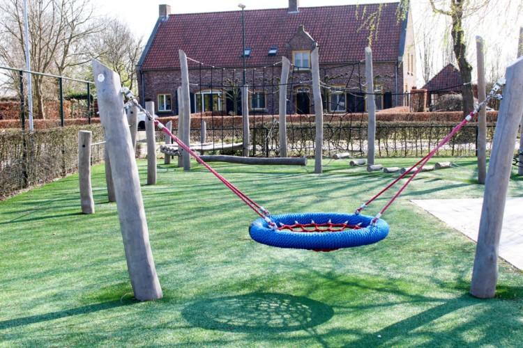 Spielplatz am barrierefreien Gruppenhaus Koetshuis in den Niederlanden