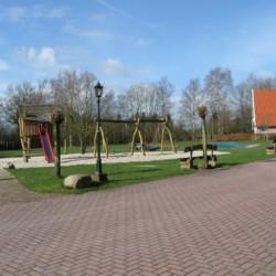 Spielplatz am holländischen Gruppenhaus Beuk für behinderte Menschen