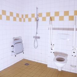 großes Pflegebad für Behinderte im niederländischem handicapgerchtem Gruppenhaus Het Keampke Beuk