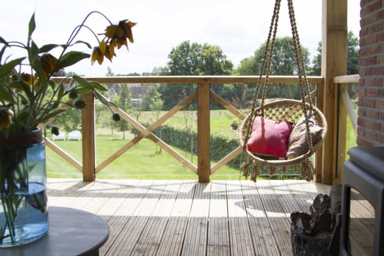Die Veranda das Gruppenhauses Buiten in den Niederlanden.