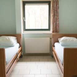 Das Doppelzimmer im handicapgerechten niederländischen Gruppenhaus Follenhoegh.