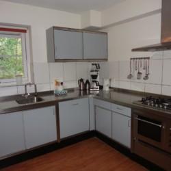 Der Küchenbereich im Gruppenhaus Stins in den Niederlanden.