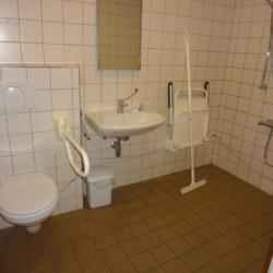 Der rollstuhlgerechte Sanitärbereich im Gruppenhaus Stins in den Niederlanden.