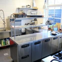 Küche im Gruppenhotel KOM! für Kinder und Jugendreisen in den Niederlanden.