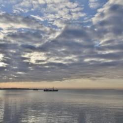 Meer und Schiffe am niederländischen Gruppenhotel KOM! für Kinder und Jugendfreizeiten.