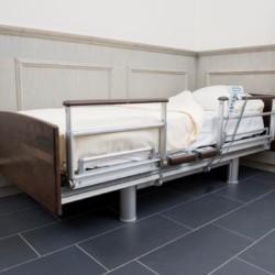 Das Schlafzimmer im handicapgerechten niederländischen Gruppenhaus Hoeve/Schuurherd für Menschen mit Behinderung.