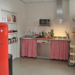 Die kleine Teeküche im niederländischen handicapgerechten Gruppenhaus ImminBrink.