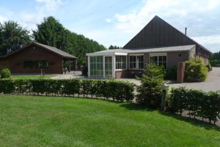 Das behindertenfreundliche Gruppenhaus Kievitsnest in den Niederlanden von außen.