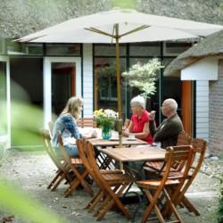 Terrasse im niederländischen Gruppenhaus Markestee