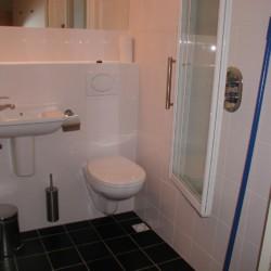 Rolligerechtes Badezimmer im niederländischen Gruppenhaus Markestee