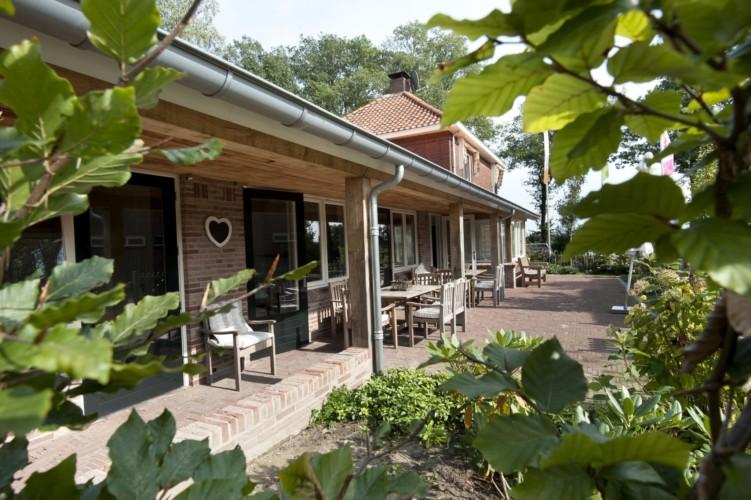 Die Terrasse des Freizeitheims Linde Plus in den Niederlanden.