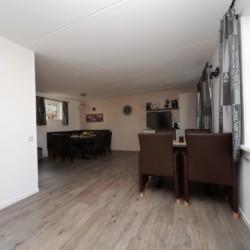Der Gruppenraum im Haus 2 im Gruppenhotel Ameland in den Niederlanden.
