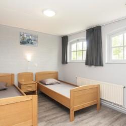 Zweibett-Zimmer im niederländischen Gruppenhaus de Putte für Jugendfreizeiten