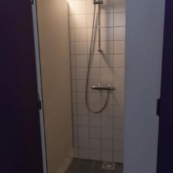 Sanitärbereich vom niederländischen Freizeitheim de Putte für Kinderfreizeiten
