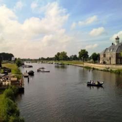 Kanufahren in der Nähe vom niederländischen Gruppenhaus de Repelaerhoeve am Waldrand.